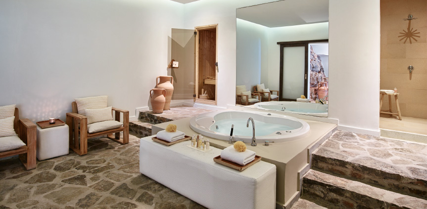 6-hydromassage-bathtub-in-grand-royal-residence