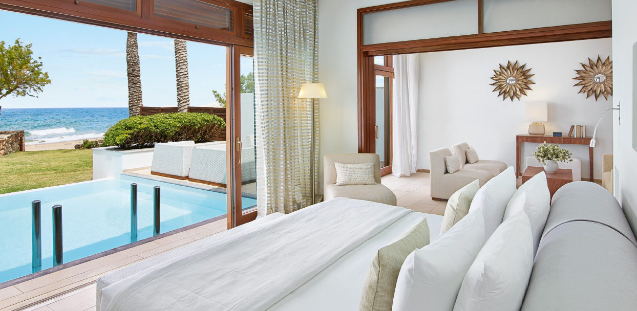 4-the-grand-royal-residence-master-bedroom-private-pool-crete