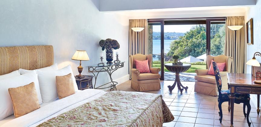 01-3-bedroom-beachfront-villa-private-pool-master-bedroom