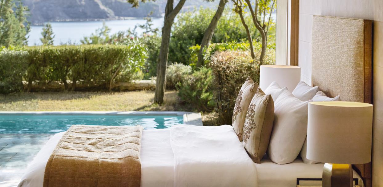 4-dream-villa-luxury-bedroom-with-private-pool