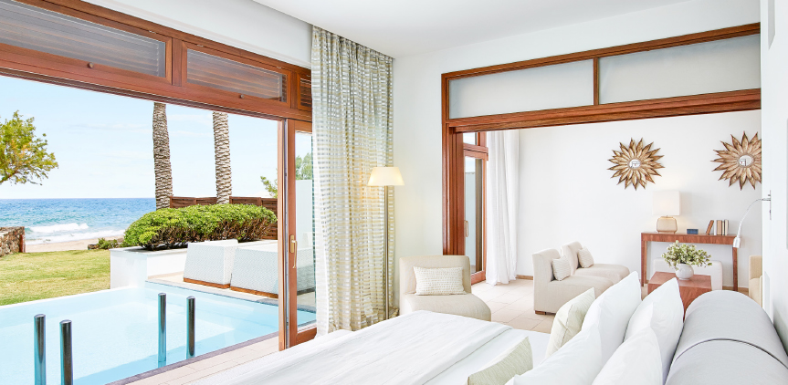 02-junior-villa-seafront-with-pool-master-bedroom