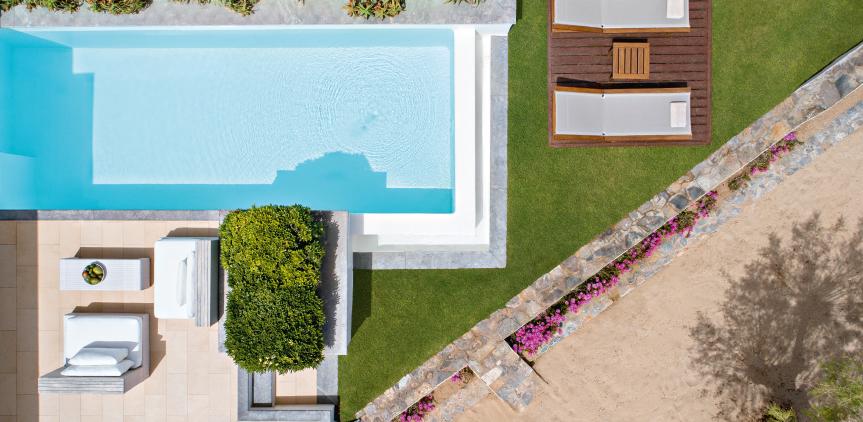 01-luxury-beach-villa-private-pool-seafront