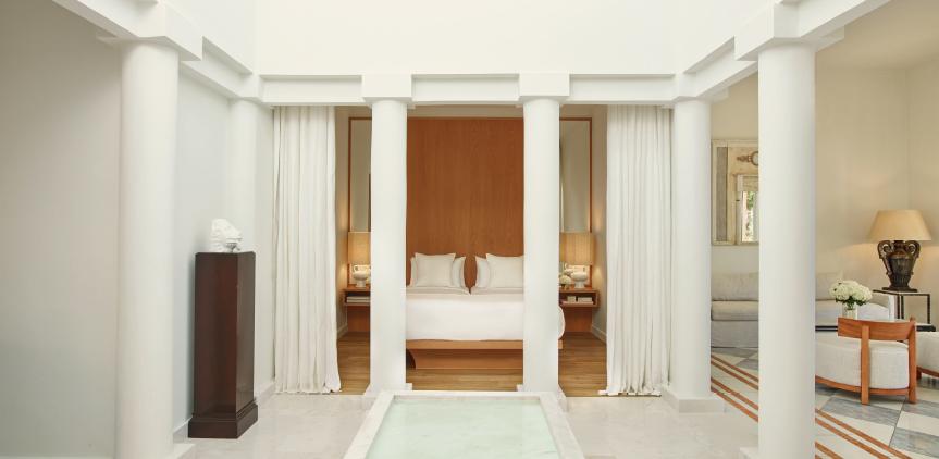 03-villa-delos-luxury-spacious-bedroom-in-kyllini