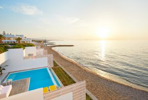 03-luxury-beach-front-villas-with-direct-access-to-the-beautiful-beach-in-crete