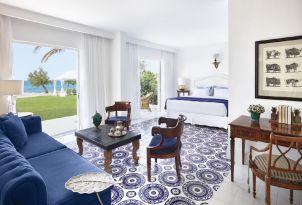 05-amazing-beach-villas-with-direct-sea-view-in-crete