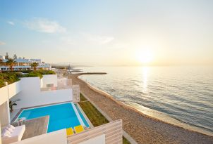13-luxury-beach-front-villas-with-direct-access-to-the-beautiful-beach-in-crete-island