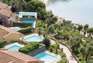 30-exclusive-villas-with-private-pool-and-sea-view