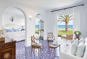 8-luxury-accommodation-with-direct-access-to-the-beach-in-rethymno-crete